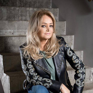 Pop-rock/Folk BONNIE TYLER BETWEEN THE EARTH & THE STARS LIVE OOSTENDE