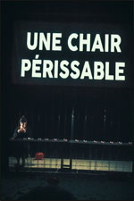 UNE CHAIR PERISSABLE